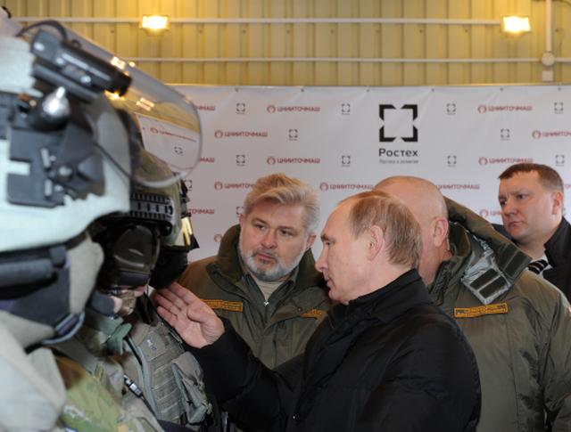 Президент России Владимир Путин во время посещения ЦНИИточмаш