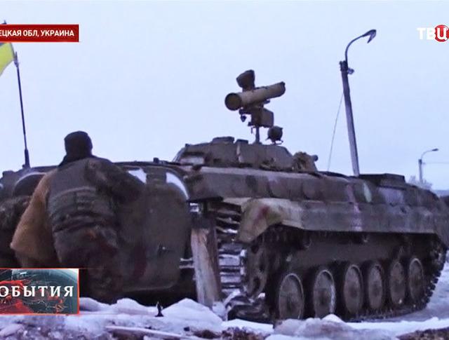 Украинские военные ведут обстрел в Донецкой области