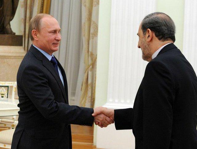 Владимир Путин и руководитель Исламской Республики Иран по международным делам Али Акбаром Велаяти