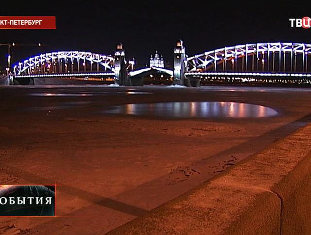 Вид на Троицкий мост в Санкт-Петербурге