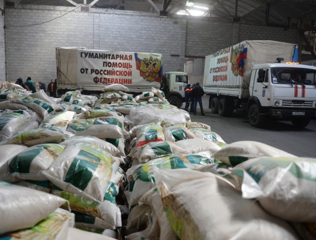 Разгрузка 14-ого российского гуманитарного конвоя в Донецке