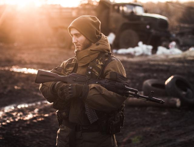 Ополченец Донецкой народной республики в окрестностях Дебальцева Донецкой области.