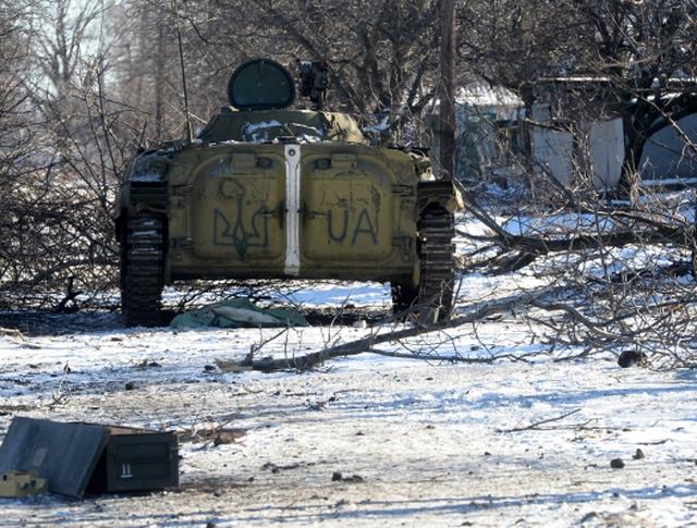 Трофейная украинская техника на окраине Дебальцева
