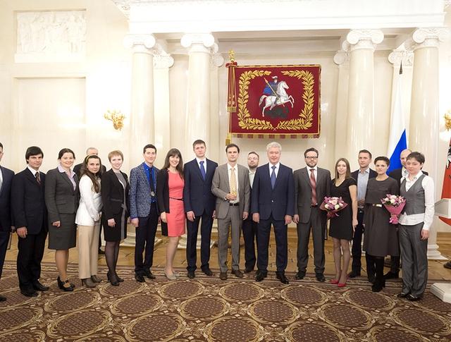 Мэр Москвы Сергей Собянин вручил премии молодым ученым