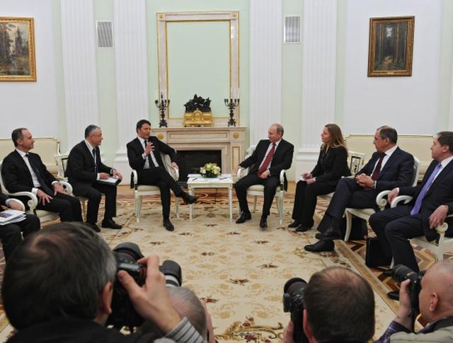 Президент России Владимир Путин и премьер-министр Италии Маттео Ренци во время встречи в Кремле