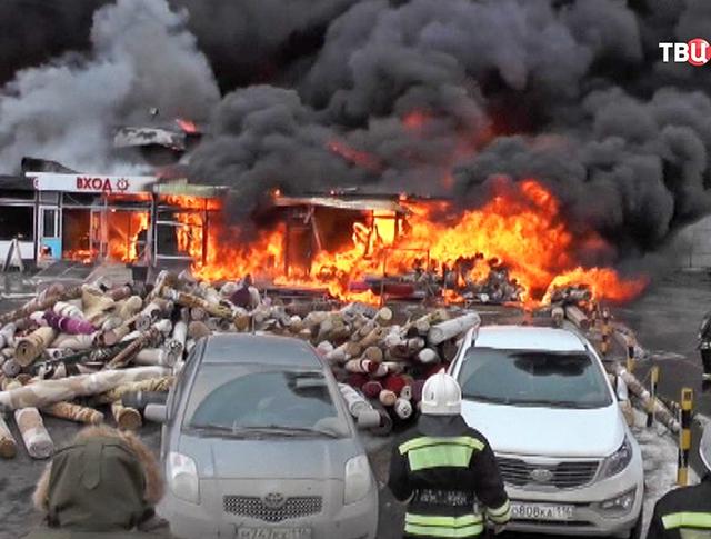 """Пожар в ТЦ """"Адмирал"""" в Казани"""
