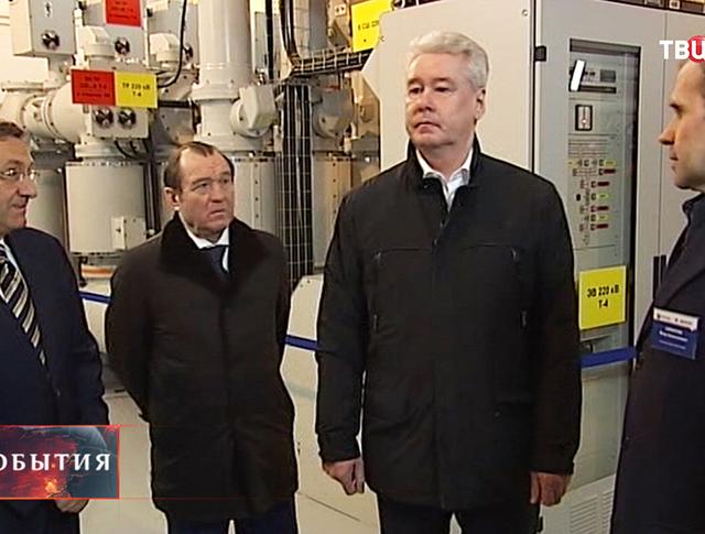 Мэр Москвы Сергей Собянин во время осмотра подстанции