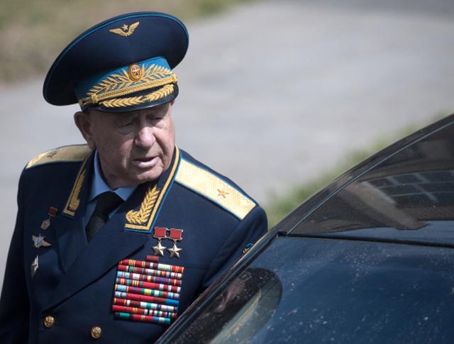 Летчик-космонавт, дважды герой Советского Союза Алексей Леонов