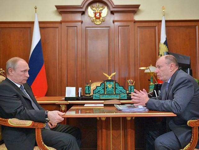 Президент России Владимир Путин и президент холдинга «Интеррос», гендиректор компании «Норильский никель» Владимир Потанин