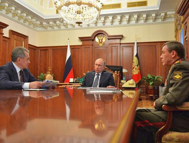 Владимир Путин провёл рабочую встречу с Министром обороны Сергеем Шойгу и начальником Генерального штаба Вооружённых Сил Валерием Герасимовым