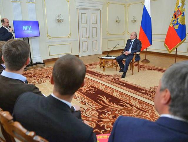 Президент России Владимир Путин во время встречи с интернет-предпринимателями