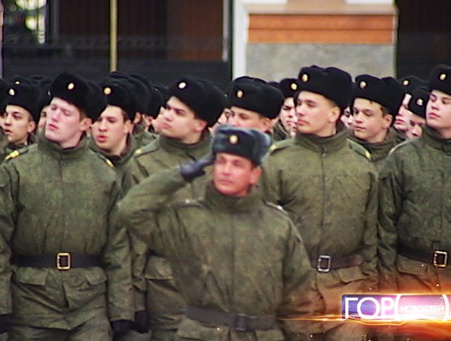 Курсанты Суворовского училища на плацу