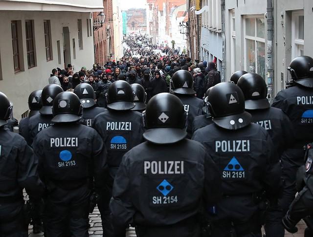 Полиция на улице Любека