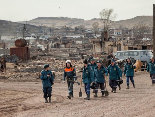 Сотрудники МЧС России прибыли в наиболее пострадавший поселок Шира Республики Хакасия для ликвидации последствий пожара