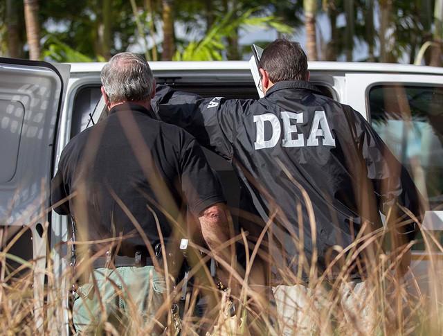 Представители Управления по борьбе с наркотиками США