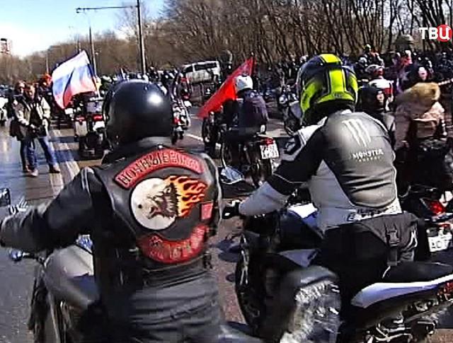 """Мотоциклисты из всероссийского клуба """"Ночные волки"""""""
