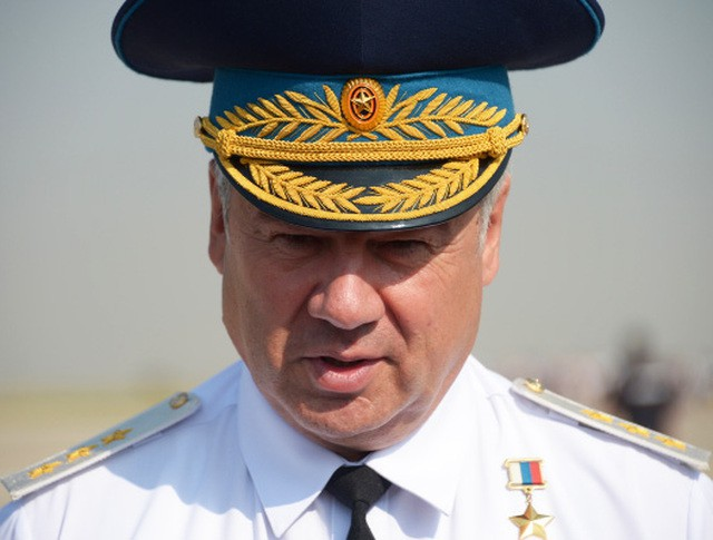 Главнокомандующий Военно-воздушными силами генерал-лейтенант Виктор Бондарев