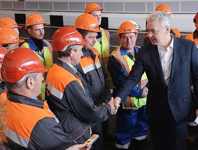 Сергей Собянин со строителями