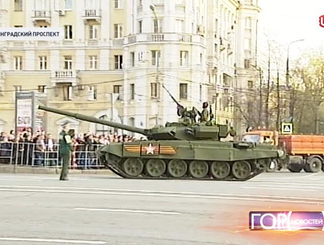 Военная техника перед началом репетиции парада Победы