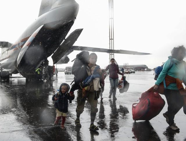 Граждане России и других государств, оказавшиеся в зоне чрезвычайной ситуации в Республике Непал, в аэропорту Домодедово