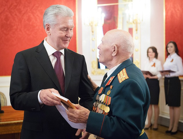 Сергей Собянин поздравляет ветеранов