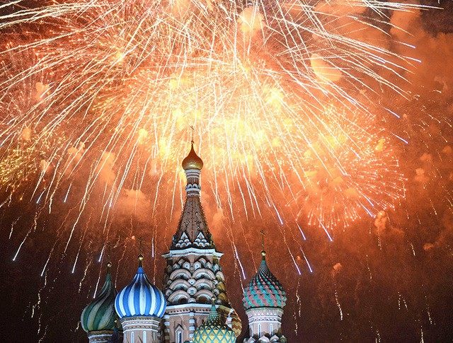 Праздничный салют над Москвой