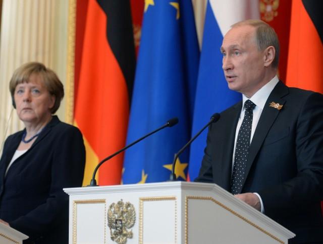 Президент России Владимир Путин и канцлер Германии Ангела Меркель во время совместной пресс-конференции в Кремле