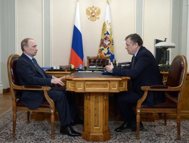 Президент России Владимир Путин и губернатор Ленинградской области Александр Дрозденко во время встречи