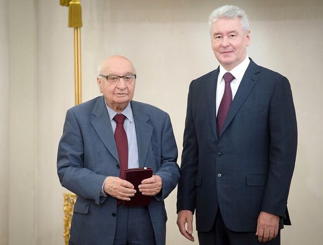 Сергей Собянин награждает выдающихся жителей Москвы