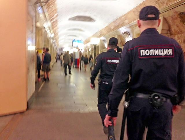 Московская полиция в метро