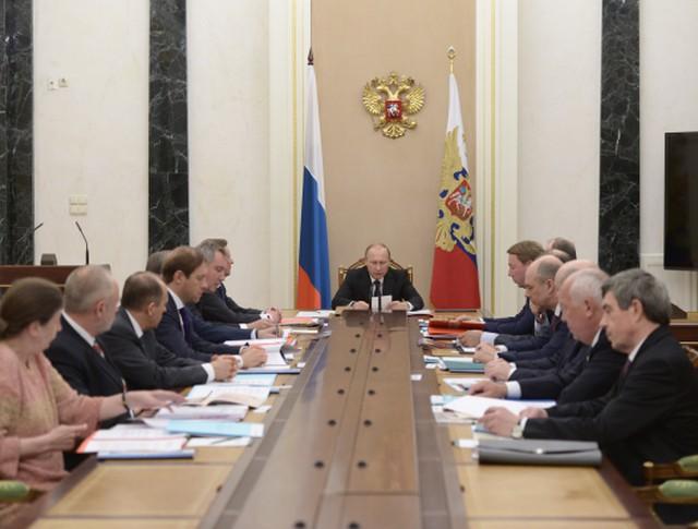 Президент РФ Владимир Путин проводит в Кремле заседание комиссии по вопросам военно-технического сотрудничества РФ с иностранными государствам