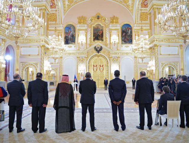 Президент России Владимир Путин выступает на церемонии вручения верительных грамот вновь прибывших послов иностранных государств в Александровском зале
