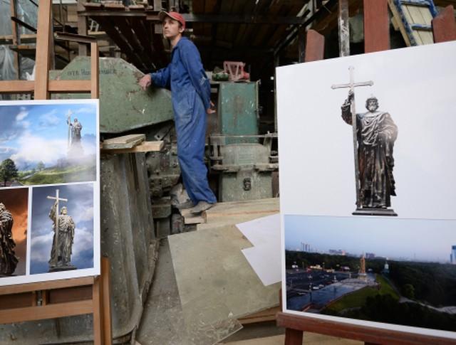 Изображения памятника Святому князю Владимиру представили в Москве