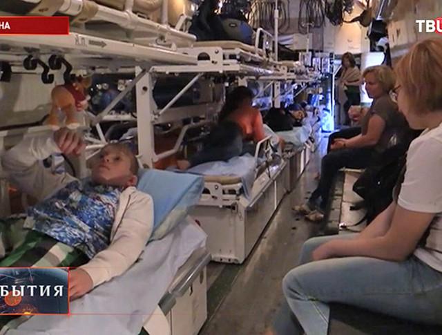 Самолет МЧС доставил в Москву тяжелобольных детей из Донбасса