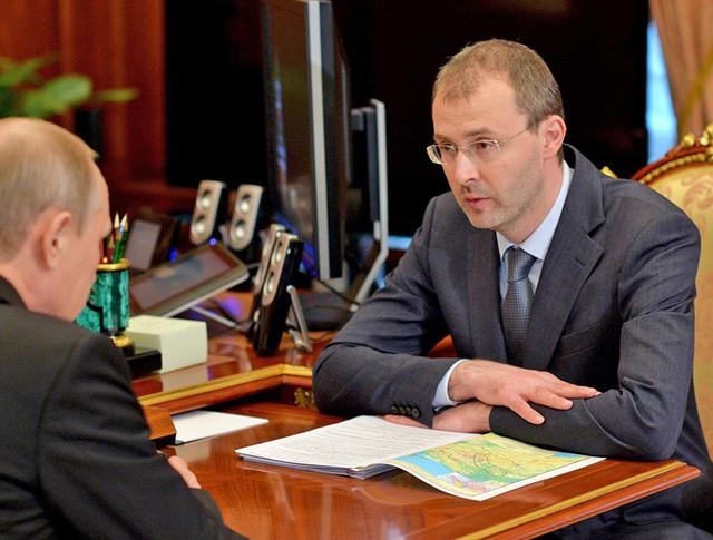 Президент России Владимир Путин и губернатор Чукотского АО Роман Копин