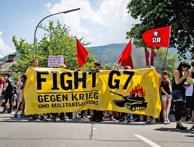 В немецком Гармиш-Партенкирхене протестуют против саммита G7