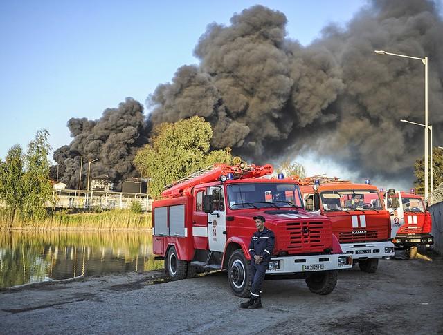 Последствия пожаров на нефтебазе под Киевом