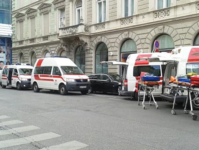 Машины скорой помощи на месте происшествия в Австрии