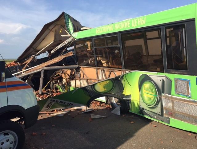 Столкновение КамАЗа и автобуса в Омской области