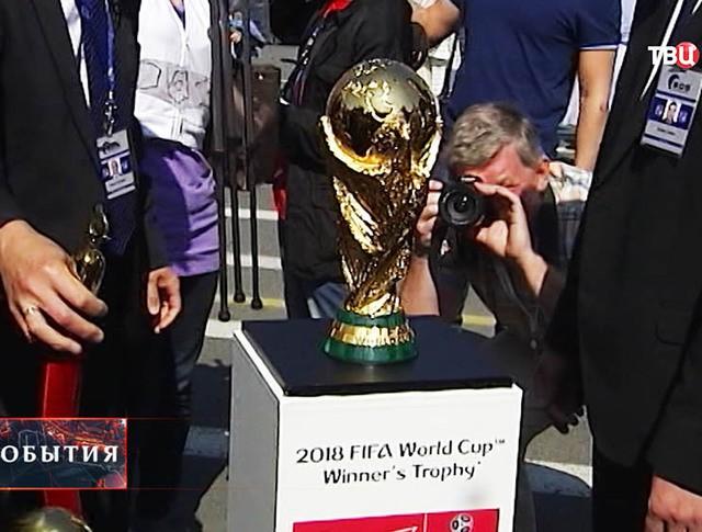 Кубок ФИФА представили в Петербурге