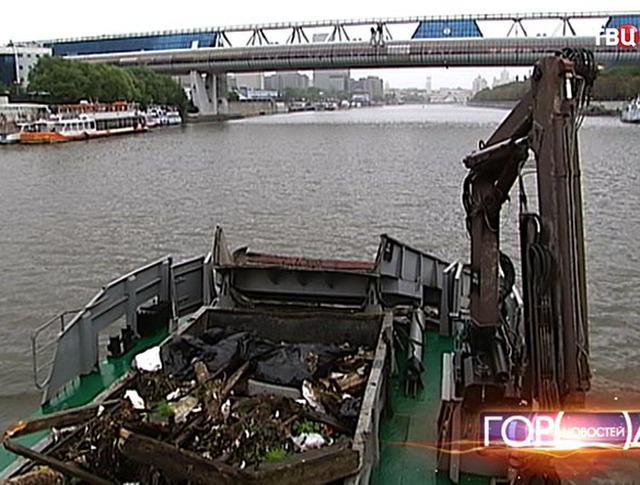 Мусор в Москве-реке