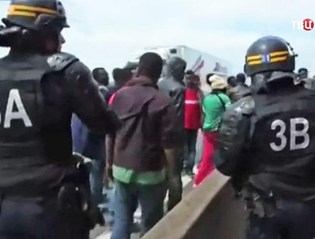 Полицейский рейд по нелегалам на границе Евротоннеля под проливом Ла-Манш