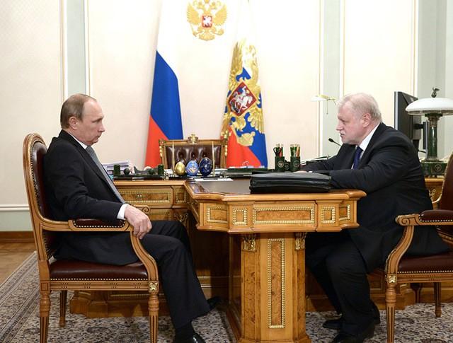 Президент России Владимир Путин и лидер партии «Справедливая Россия» Сергей Миронов