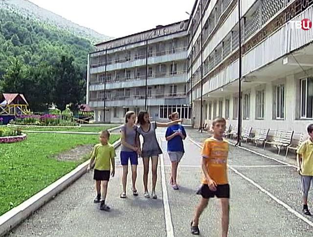 Дети из Донбасса в летнем лагере
