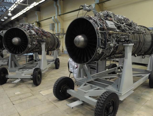 Авиационные двигатели в сборочном цехе