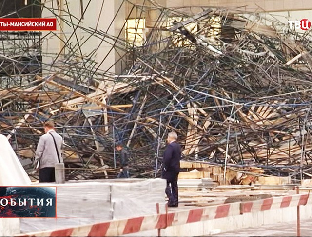 Обрушение строительных лесов в Сургуте