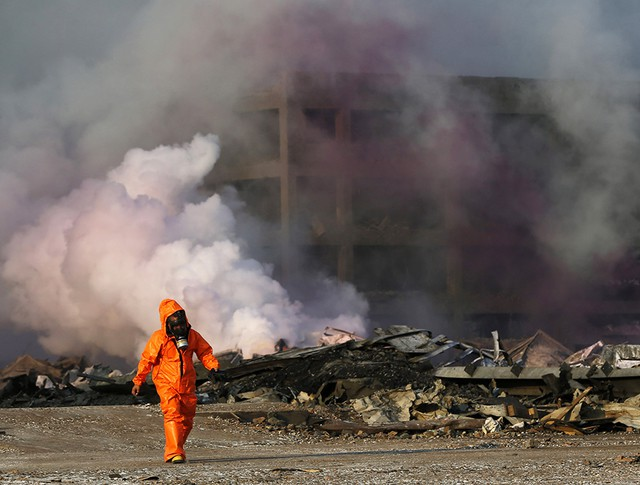 Работы на месте взрыва в Китае