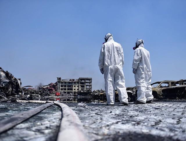Служба химзащиты на месте взрыва