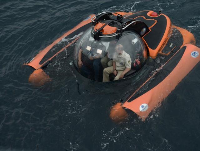 Президент России Владимир Путин совершает погружение на батискафе к затонувшему древнему судну, лежащему в районе Севастополя на 83-метровой глубине