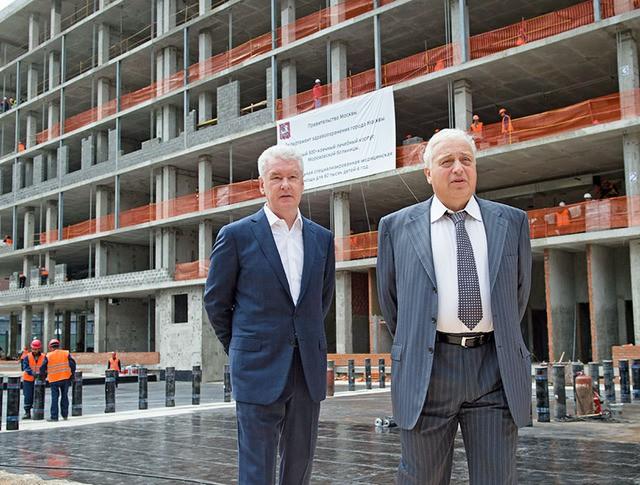 Сергей Собянин и Леонид Печатников осмотрели ход строительства новой больницы